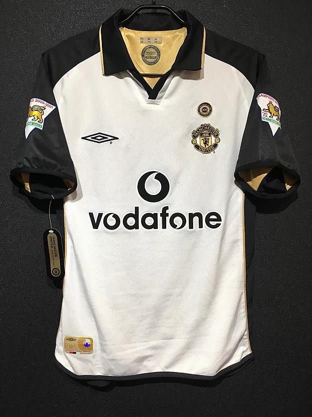 2001-02シーズンのマンチェスター・ユナイテッド100周年記念ユニフォーム