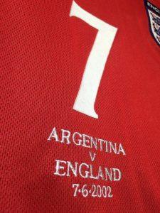ベッカムの2002年イングランド代表ユニフォーム前面詳細