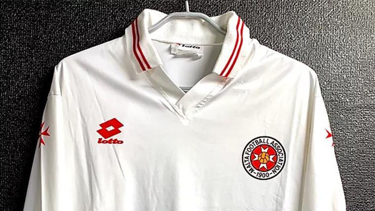 1994-95マルタ代表チームのアウェイユニフォーム