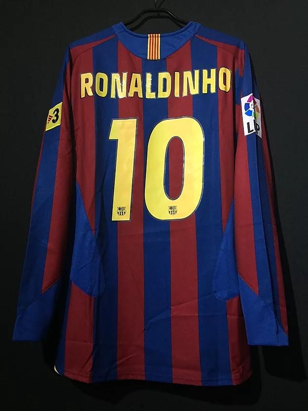 ロナウジーニョの2005/06バルセロナホームユニフォーム背面