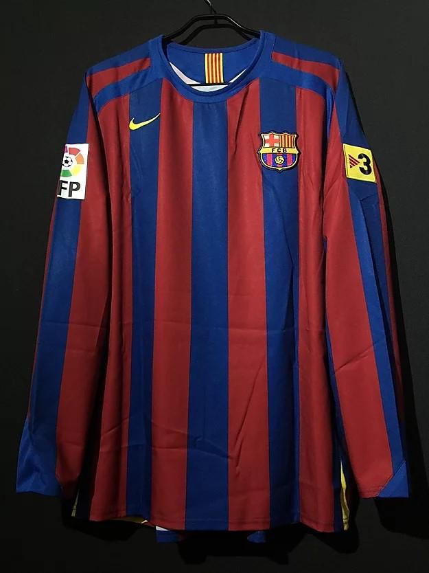 ロナウジーニョの2005/06バルセロナホームユニフォーム前面