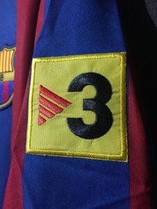 2005/06バルセロナホームユニフォームのTV3パッチ
