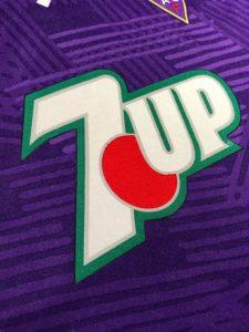 92-93フィオレンティーナのユニフォームの7upロゴ