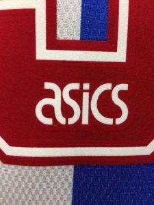 1994-95ブラックバーンのホームユニフォームのアシックスロゴ
