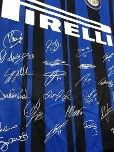インテル・ミラノのクラブ創立110周年記念ユニフォームの前面