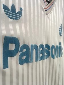 オリンピック・マルセイユ1990-91ホームユニフォームのスポンサーロゴ
