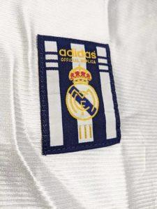 2000年レアルマドリードのチャンピオンズリーグ優勝記念ユニフォームのアディダスロゴ