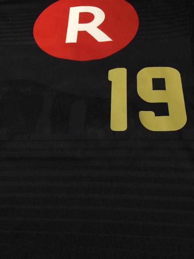 2015年ヴィッセル神戸のクラブ創設20周年記念ユニフォームの前面