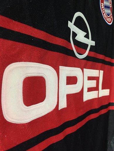 1997-99バイエルン・ミュンヘンのホームユニフォームの胸スポンサー