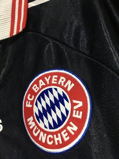 1997-99バイエルン・ミュンヘンのホームユニフォームのチームエンブレム