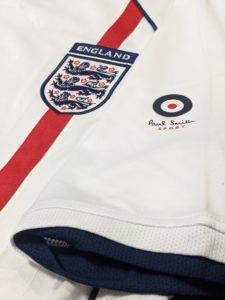 2002年イングランド代表のアンブロ&ポール・スミスのコラボユニフォームの袖
